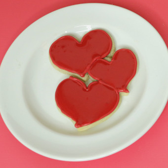 How to Decorate Cookies for Valentine's Day | #LikeAMoFo via SHUGGILIPPO.com